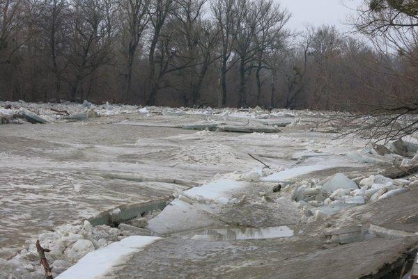 Ľadové kryhy z Laborca dokáže Šírava účinne zadržať.
