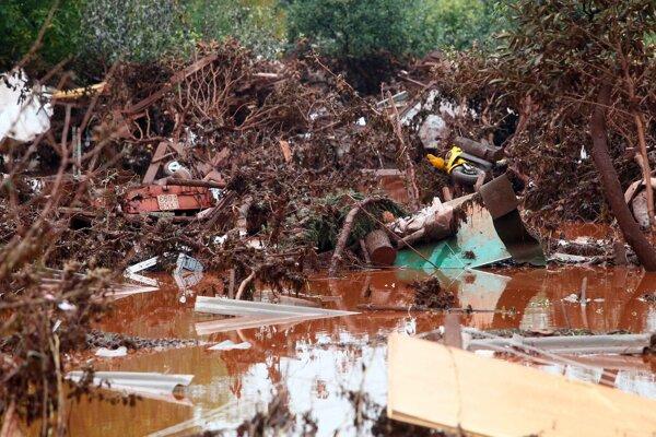 Červené bahno z ekologickej katastrofy roku 2010.