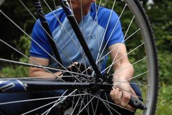 Za zákaz  pre cyklistov bojoval vtedajší minister pôdohospodrástva za HZDS Miroslav Jureňa, bikeri na voľnú jazdu lesom nerezignovali.