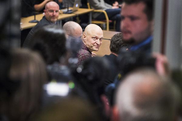Švédsky reportér Fredrik Önneval.
