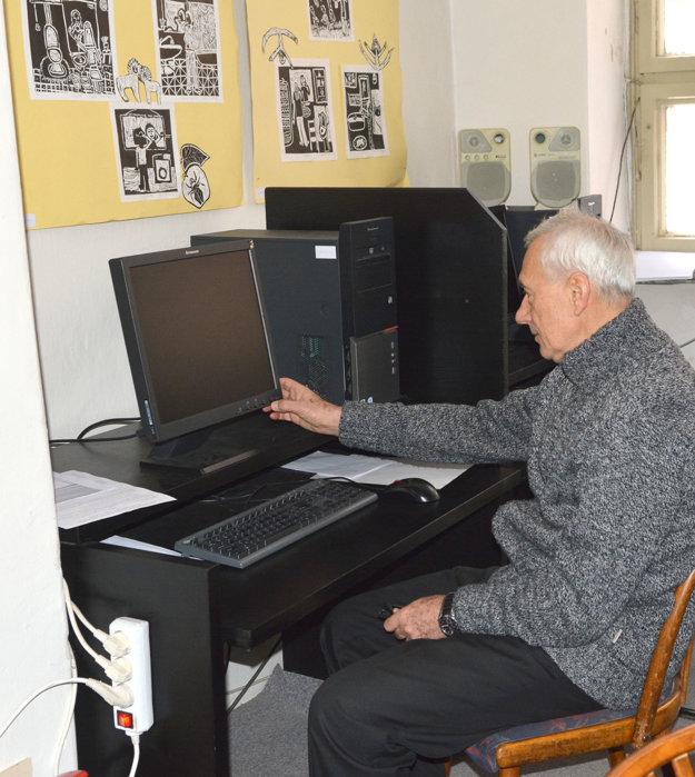 Všetko to začali počítače. Množstvo dôchodcov má dodnes problém ovládať ich.