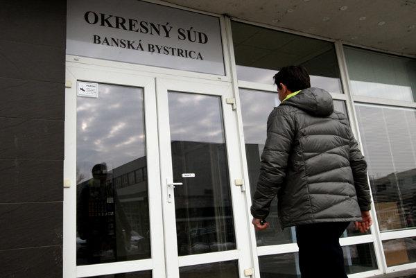 Okresný súd udelil žene štvorročný trest prvýkrát v roku 2009. O tri roky neskôr jej ho potvrdil aj Krajský súd v Trnave. (Ilustračné foto)