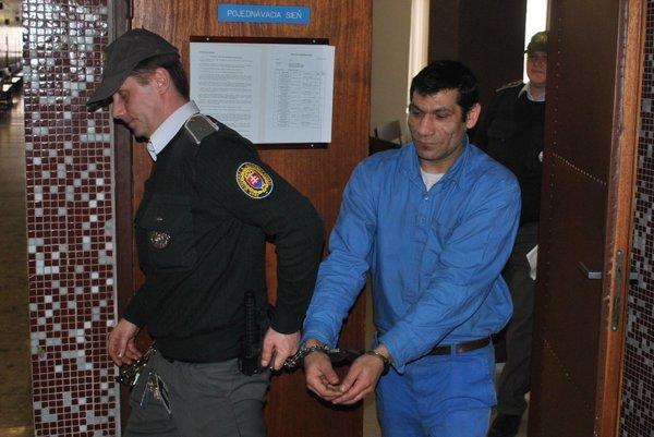 Milan J. Za nenastúpenie do výkonu trestu si odsedí šesť mesiacov.