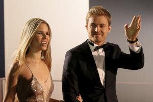 Nico Rosberg (vpravo) so svojou manželkou Vivian.