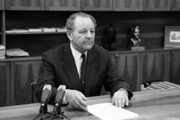Prejav Miloša Jakeša pred straníckymi kolegami bol taký nesúvislý, že ho radšej v televízii neodvysielali. Po roku 1989 Jakeš tvrdil, že bol účelovo zostrihaný a na jeho diskreditácii sa podieľala tajná služba.