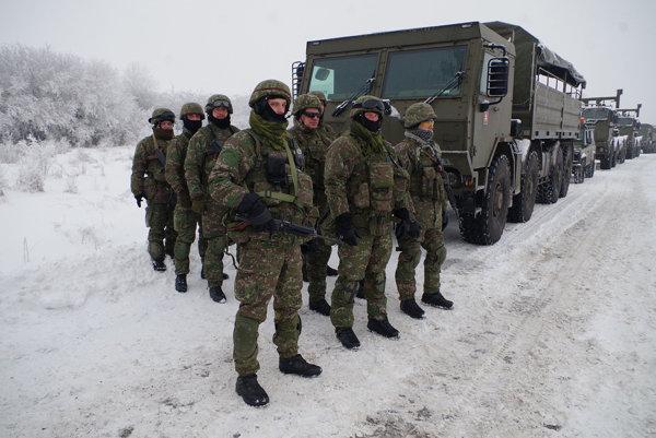 Vojaci na cvičení v Lešti.