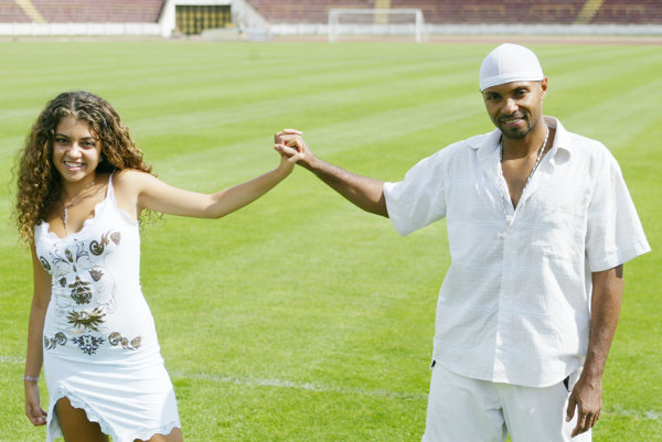 Tanečník Fredy Ayisi má africké korene, hoci je rodený Bratislavčan. Na obrázku s dcérou Vierkou.