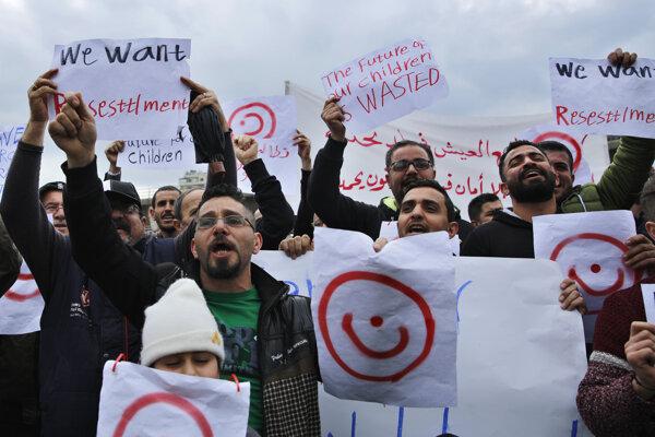 Na jednom z transparentov bol nápis: Budúcnosť našich detí je zničená.