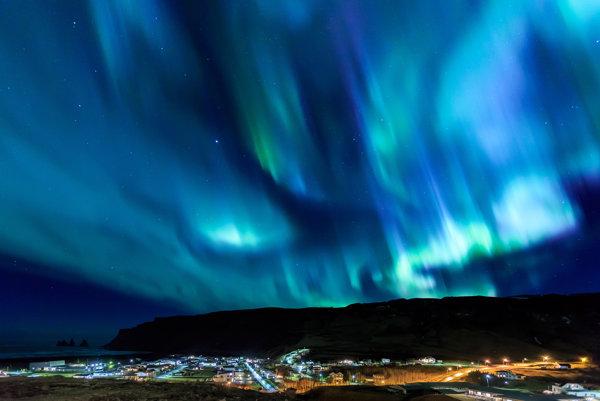 Polárna žiara nad Islandom.