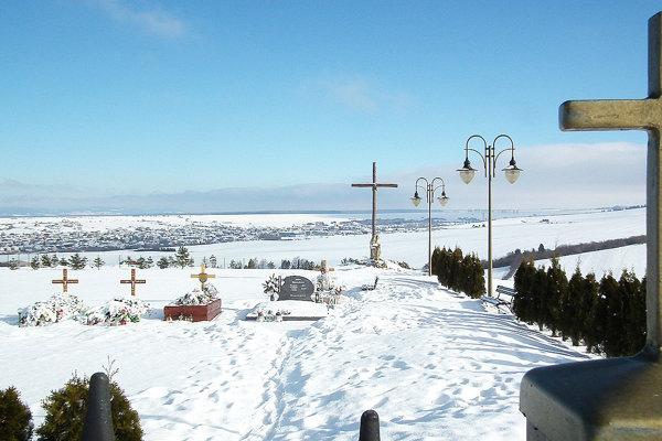 V Brezovici už pochovávajú na novom cintoríne, ale stále aj na starom.