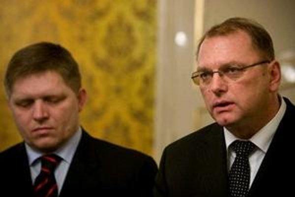 Ľubomír Vážny tvrdí, že zmluvu o mýte zverejniť nemôže. Fico ho v tom podporuje.