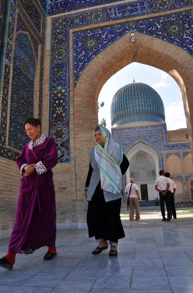 Pestrofarebné mozaiky turistov stále ohurujú.