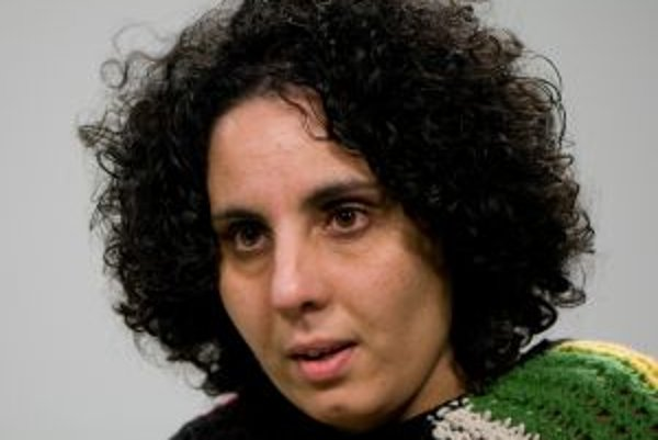 Narodila sa v roku 1971 v Očovej. Od detstva chodila do Ľudovej školy umenia na husle, aktuálne študuje filmovú dokumentárnu tvorbu na Akadémii umení v Banskej Bystrici (4. ročník). V dvadsiatich troch rokoch ju oslovila spisovateľka, divadelníčka, režisé
