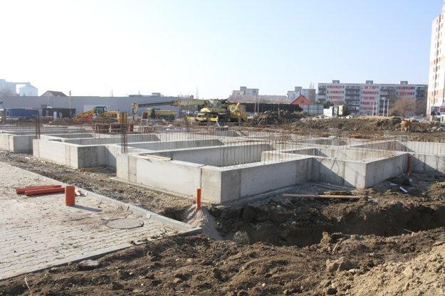 Začalo sa už svýstavbou štvrtej bytovky.