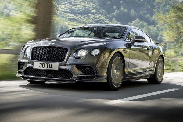 Superšportové kupé Bentley Continental Supersports. Kupé je poháňané šesťlitrovým dvanásťvalcovým motorom výkonu 522 kW a podľa výrobcu je najrýchlejším štvorsedadlovým vozidlom na svete.