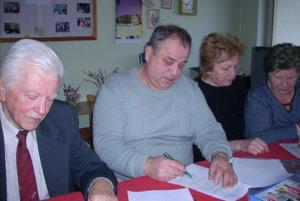 Podpisovanie dohody ovzájomnej spolupráci.