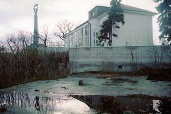 Vila v tesnom susedstve Slavína je v Bratislave prestížnou adresou. Táto prezidentská však neláka.
