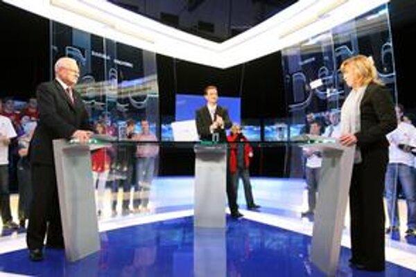 V utorok debatovali prezidentskí kandidáti dvakrát. V televízii Joj, ktorá diskusiu nakrúcala popoludní a vysielala večer zo záznamu. Naživo diskutovali večer v STV. V stredu bude posledná diskusia v televízii Markíza.