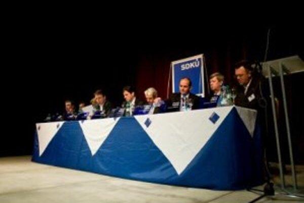 Prezídium SDKÚ-DS počas rokovania.