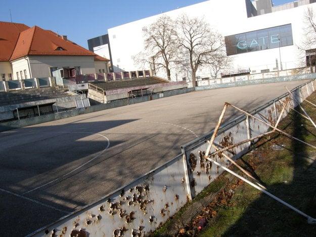 Ihrisko za CVČ Domino sa na parkovisko nezmení.