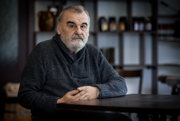 Ivan Štrpka (72) - básnik, prozaik, prekladateľ a textár, člen skupiny Osamelých bežcov, spoluautor básnického manifestu, odmietajúceho zasahovanie ideológie do literárnej tvorby a jeden z najdôležitejších žijúcich autorov v slovenskej literatúre.
