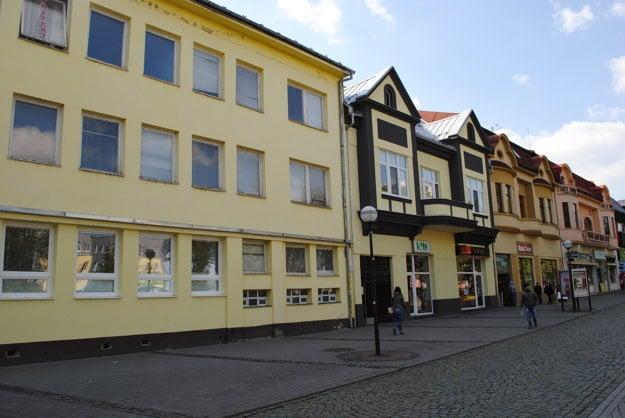 Budova pošty. V minulosti v týchto miestach stál obchod na korze.
