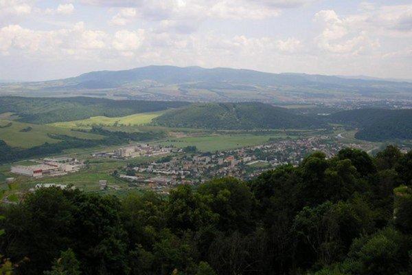 Pohľad na Veľký Šariš zo Šarišského hradu.