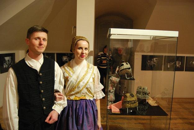 Súčasťou expozície je aj výstava čepcov – zlatohlavov.