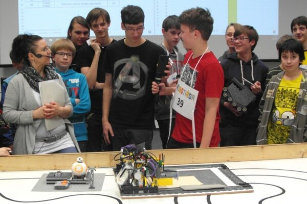 Mazúrovci na Robotiáde 2017 súťažili s číslom 39.