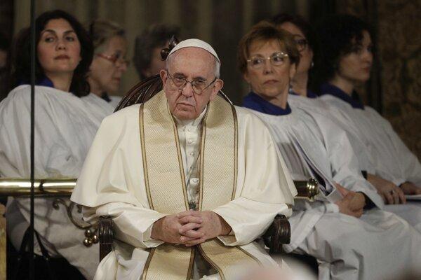 Pápež František v anglikánskom kostole.