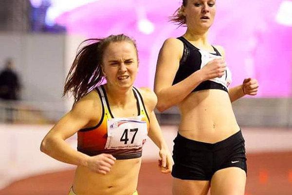 Lucia Vlčáková (vľavo) v strhujúcom finiši skončila druhá.