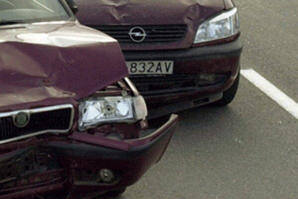 Pre dopravnú nehodu je uzavretý hlavný ťah na Žilinu.