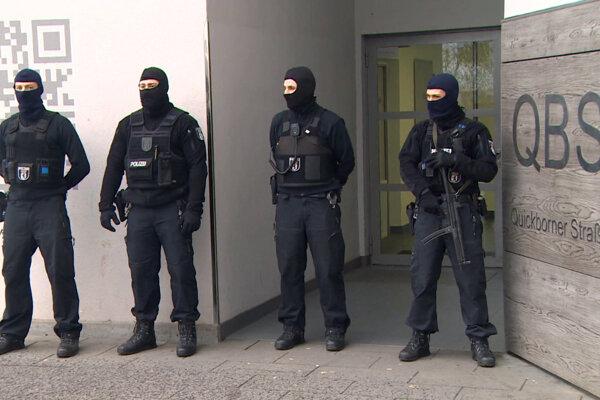 Polícia podnikla raziu v mešite.
