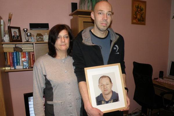 Zuzana Rybárová prišla pred desiatimi rokmi o manžela, jej syn Ján o otca.