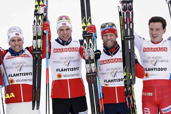 Nórski bežci na lyžiach v zložení Didrik Tönseth, Niklas Dyrhaug, Martin Johnsrud Sundby a Finn Haagen Krogh.