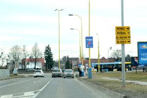 """Križovatka Rastislavova  - Alejová. Pri Tempuse na konci Rastislavovej vznikli v oboch smeroch dočasné zastávky MHD """"Autocamping"""". Slúžia pre náhradné autobusové linky X7, X9, XR2 a v smere  od cintorína aj pre autobusové linky 12, 24, 54 a aj autobusy prímestskej a vnútroštátnej autobusovej dopravy (Eurobus). Odtiaľ sa cestujúci presúvajú na električkovú zastávku """"Autocemping"""", kde prestupujú na električkové linky 9 a R2 v smere ku kruhovému objazdu na Moldavskej."""