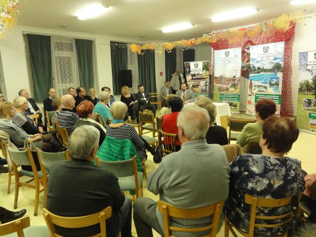 Verejná diskusia s občanmi v Domove seniorov.