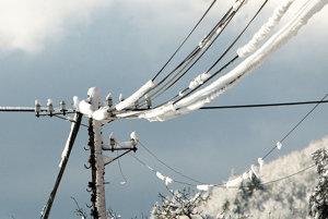 Námestovská samospráva uprednostňuje vedenie káblov zemou, nie vzduchom.