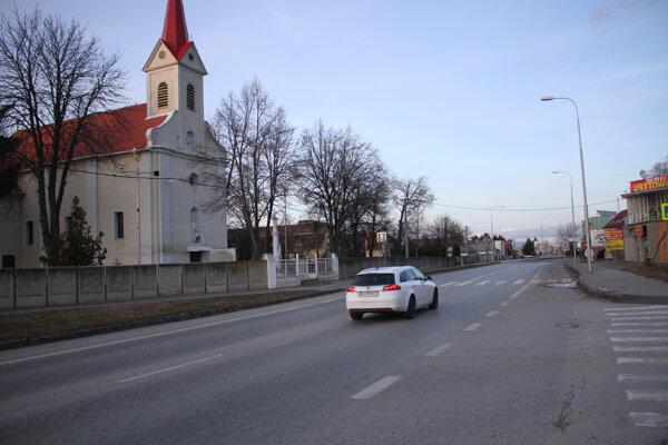 Trasa by mala začínať pri starom kostole.
