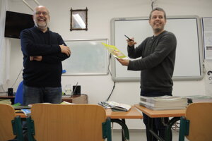 Knihu uviedol do života fotograf Radovan Stoklasa (vpravo).