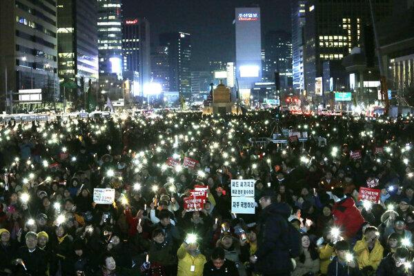 Juhokórejci v súvislosti s prezidentkou intenzívne protestovali.
