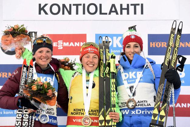 Zľava Marie Dorinová-Habertová, Laura Dahlmeierová a Lisa Vittozziová.