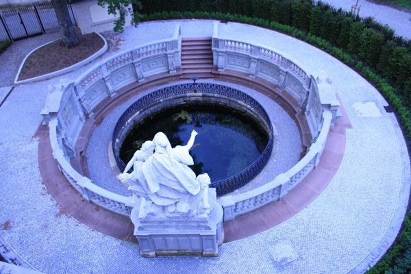 Prameň Dunaja v Donaueschingene nájdete v zámockom parku. Jeho voda sa však vlieva do rieky Brigach. Rieka Dunaj začína tiecť asi až o kilometer ďalej.