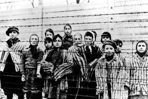 Medzi stúpencami parlamentnej Ľudovej strany naše Slovensko sa nájdu aj takí, ktorí tvrdia, že vyvražďovanie vkoncentračných táboroch počas druhej svetovej vojny je výmysel.