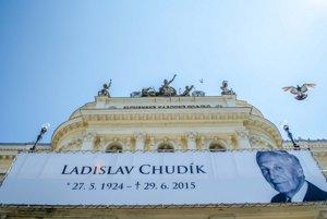 Historická budova SND, kde sa verejnosť rozlúčila s bardom slovenského herectva Ladislavom Chudíkom.