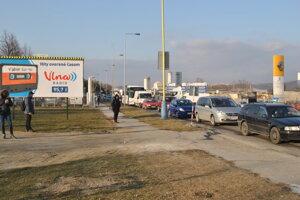 Obchádzková Rastislavova. Popoludňajšia špička ju síce zaplnila autami, ale zdržanie bolo minimálne.
