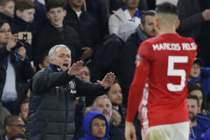Futbalisti londýnskej Chelsea zdolali obhajcu trofeje Manchester United 1:0 gólom N´Gola Kantého z 51. minúty zápasu.