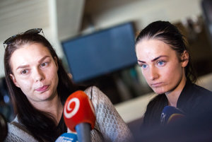 Bývalé klientky Čistého dňa počas stretnutia s Danielom Lipšicom. Zľava: Tamara, Simona.