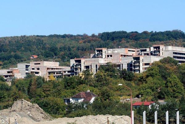Hoci nedokončenú nemocnicu Rázsochy v minulosti premiér Robert Fico označil za skanzem podľa ministra Tomáša Druckera v nej bude nová Univerzitná nemocnica.