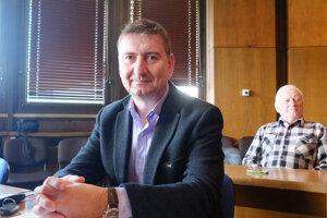 Peter Sládeček dnes zložil poslanecký klub.